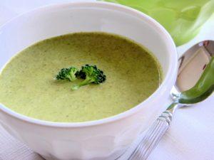 Brokoli ilə kök püresi